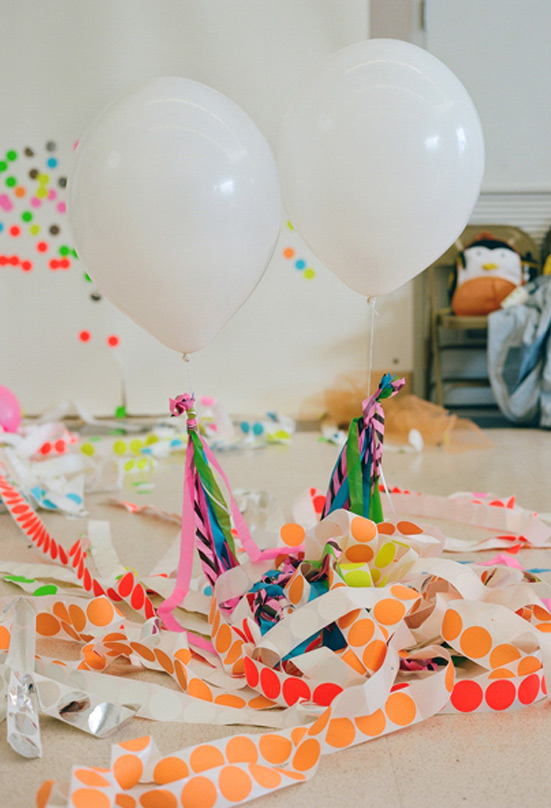 Party-Ideas-for-Kids-neon-party-10